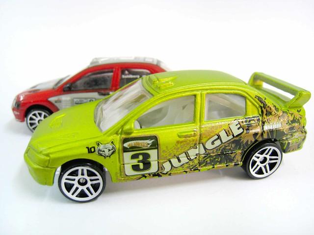 2 Variations 2017 Hot Wheels Race Team #210 /& #302 /'12 Ford Fiesta