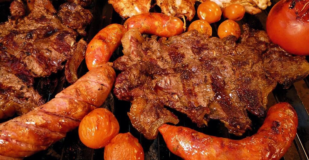 Carne parrilla y chorizo parrilla fusi n flickr - Parrilla de la vanguardia ...