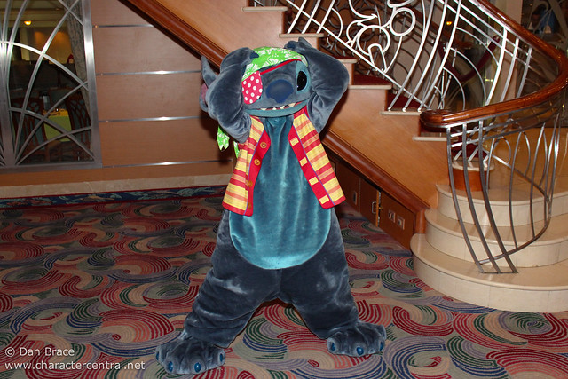 Meeting Pirate Stitch! :D