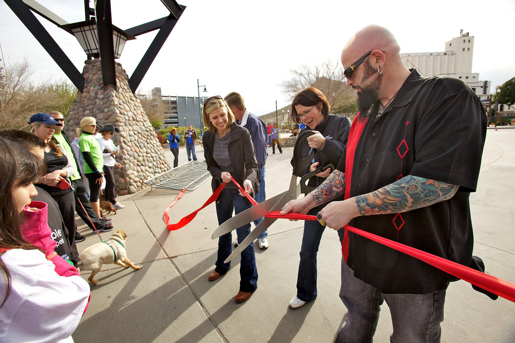 People saving pets walk empowered by petsmart charities for Jackson galaxy petsmart