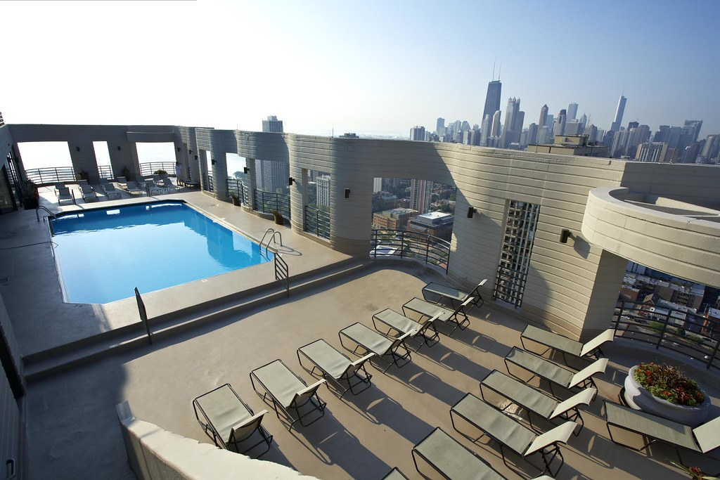 Eugenie terrace apartments in chicago rooftop pool flickr for Small luxury hotels chicago
