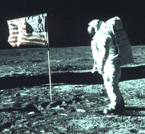 Neil Armstrong walking oin the moon   Compare with e.anderse ...