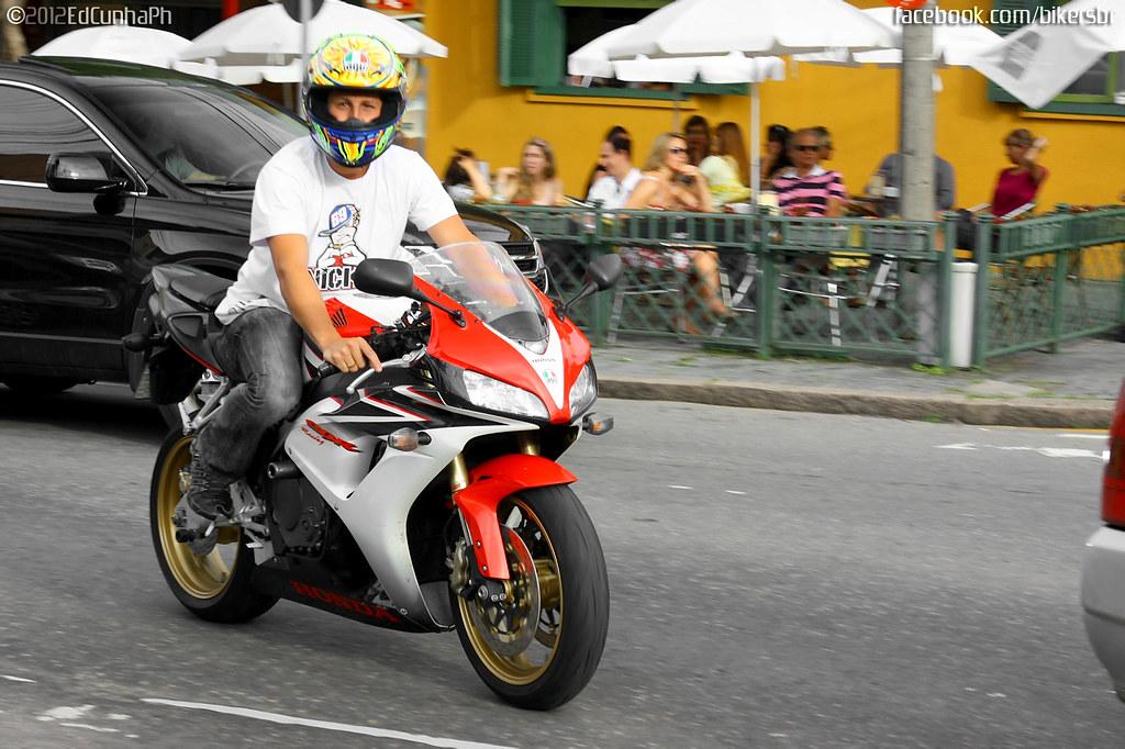 Honda Cbr Vs Yamaha R Yahoo