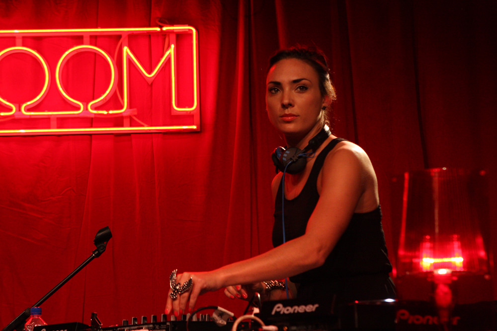 Dj Minx Dmg Music Launches With Nova 39 S Red Room At The