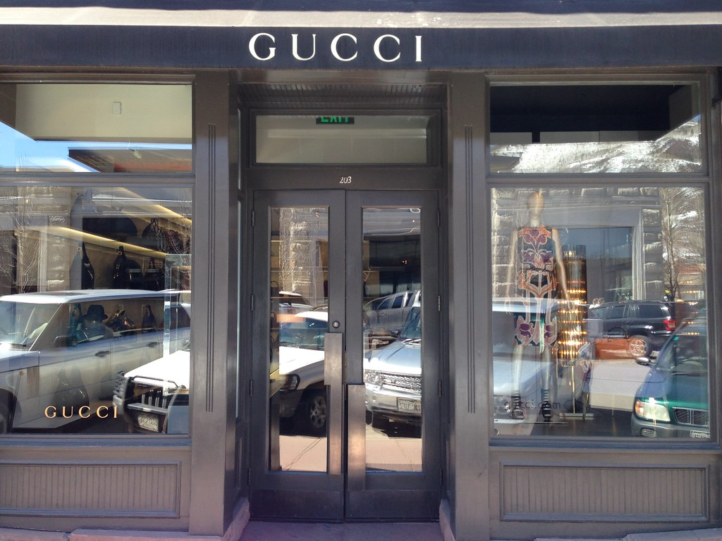 gucci storefront. gucci storefront i