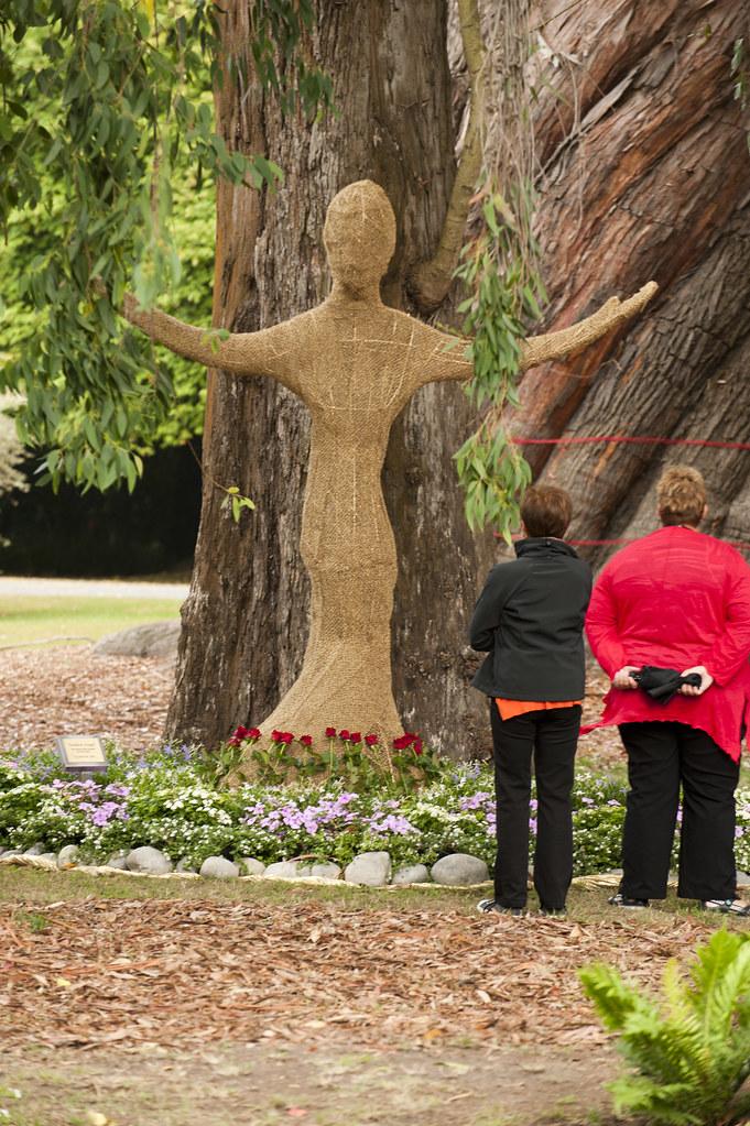 10am christchurch botanic garden commemorative garden ev for Gardening services christchurch