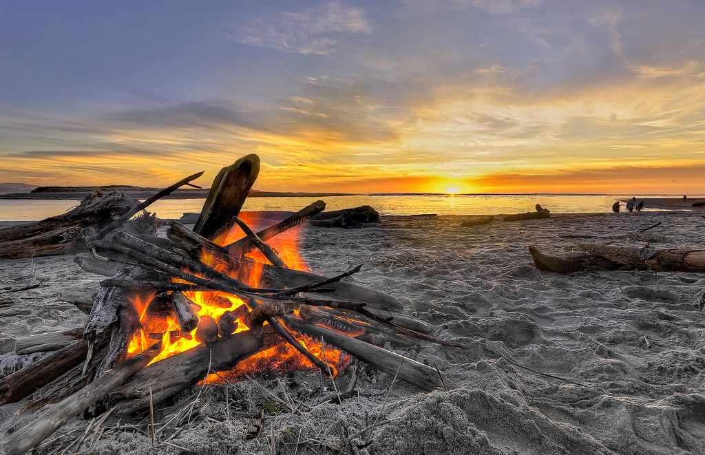There S Nothing Better Than A Beach Fire At Sunset Flickr
