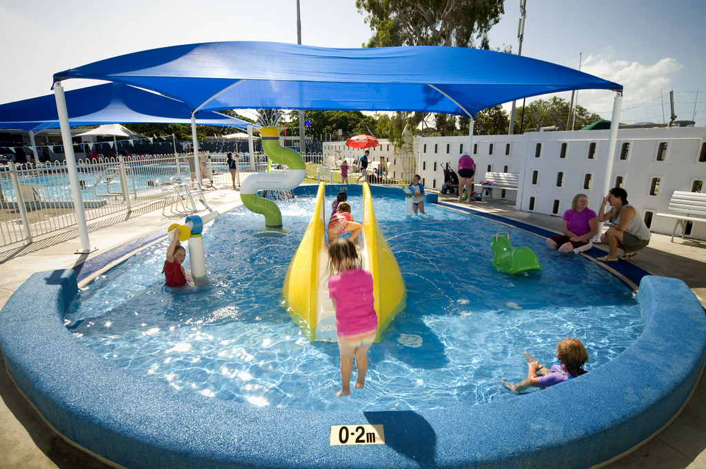 Manly pool wading pool with water play features - Brisbane city council swimming pools ...