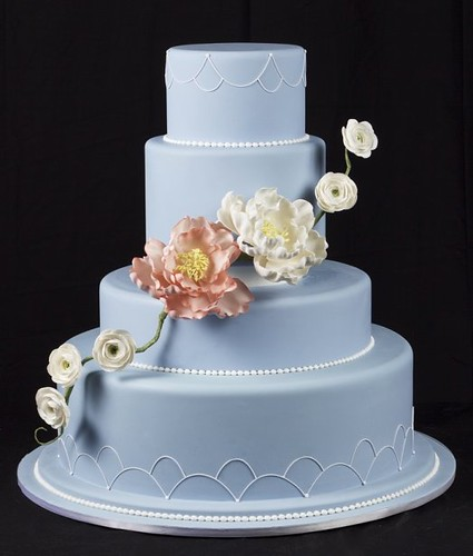 Periwinkle Blue with sugar flowers | by Avalon Cakes