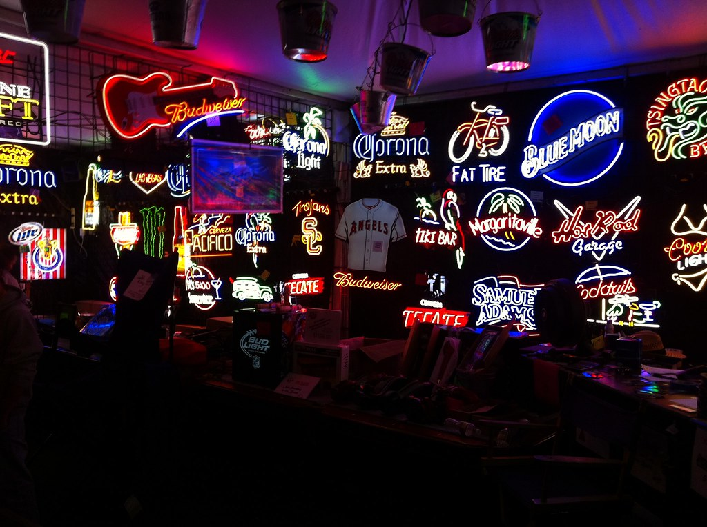 neon signs beer bar cave flickr coolest sig mirrors