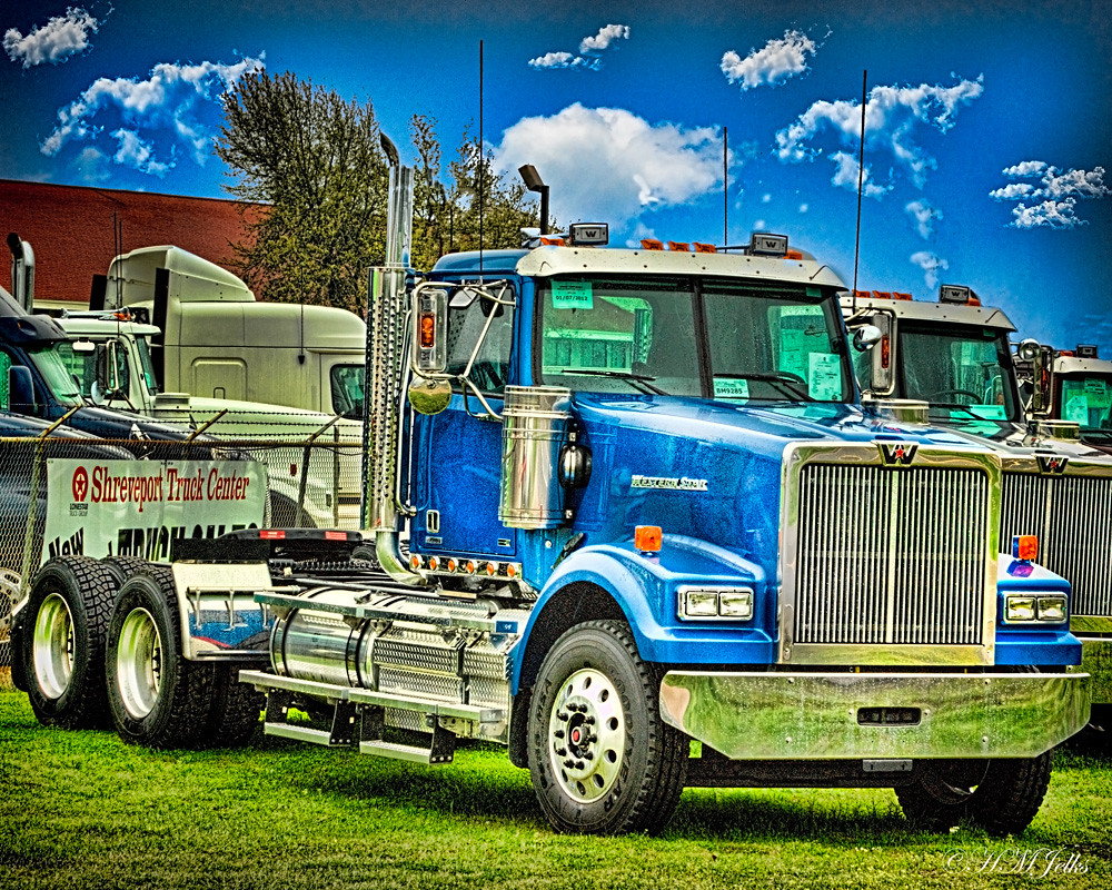 blue 18 wheeler trucks for sale at shreveport truck center harvey m jelks flickr. Black Bedroom Furniture Sets. Home Design Ideas
