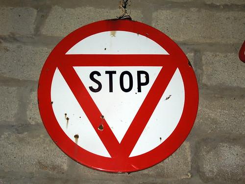 Panneau stop pourquoi est il octogonal le blog photos de chatillon sur ind - Combien de panneau stop a paris ...