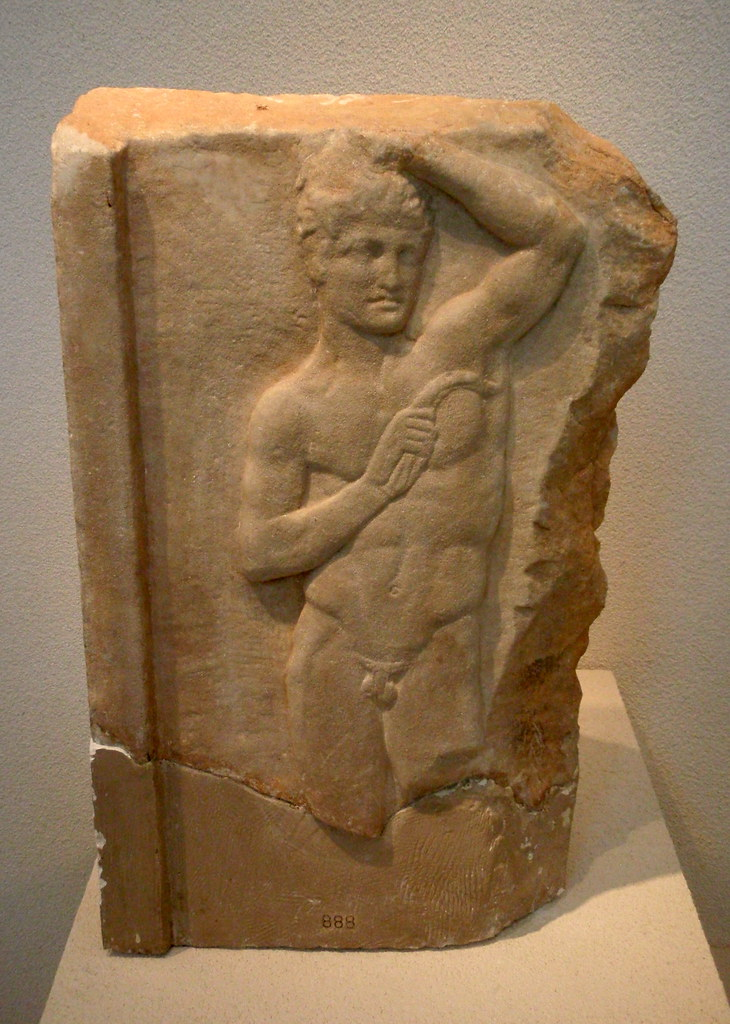 Marble grave stele depicting an athlete with a strigil for Graue stuhle
