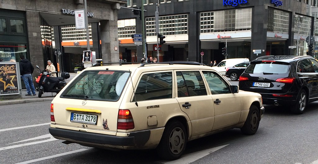 berlin spots mercedes w124 estate ex taxi looking. Black Bedroom Furniture Sets. Home Design Ideas