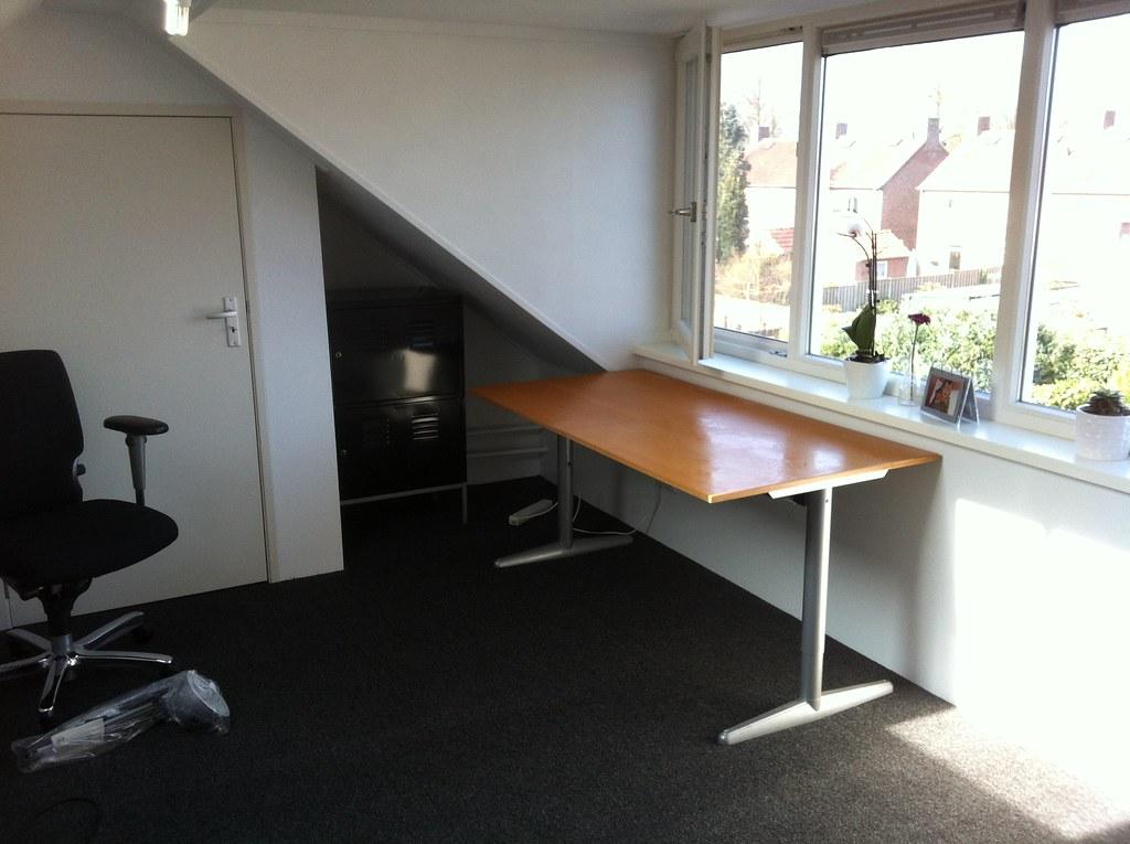 werkplek in wording bureau staat op onze nieuwe zolder joris leermakers flickr. Black Bedroom Furniture Sets. Home Design Ideas
