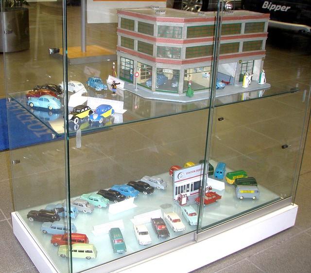 Peugeot dinky toys et garage au 1 43 me flickr photo for Garage peugeot amiens
