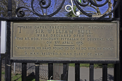 Plaque on Gate to Ravenscourt Park | by Eyebee