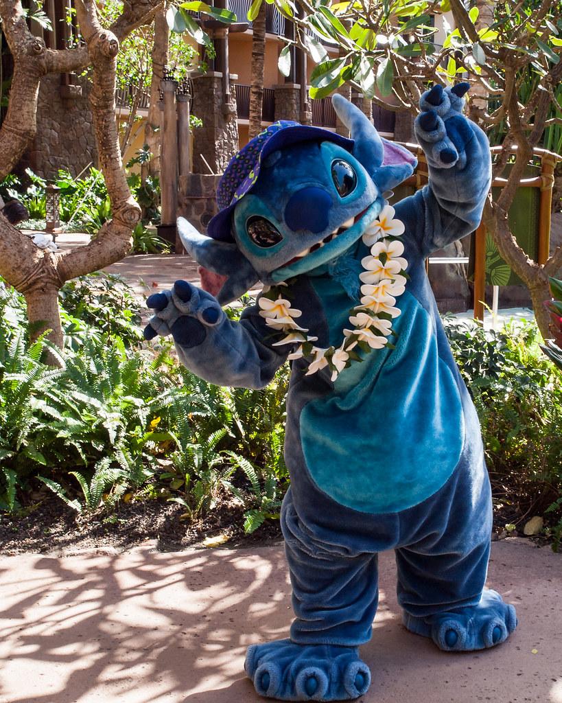 Stitch Growls Stitch Growls For The Camera At Aulani