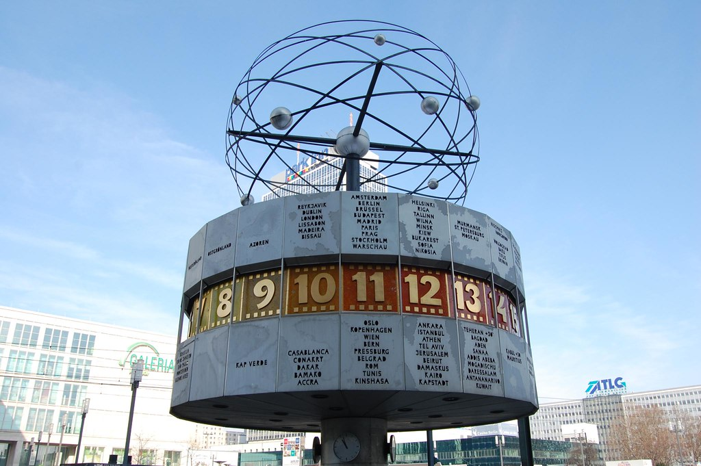 Berlin Die Weltuhr World Clock 1 Threefishsleeping