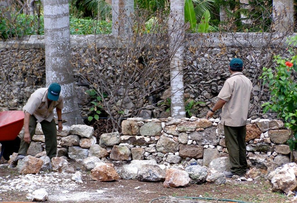 Build Stone Wall Living Room