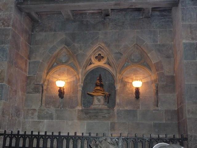 The Sorting Hat, Decorations inside Hogwarts Castle - Harr ...