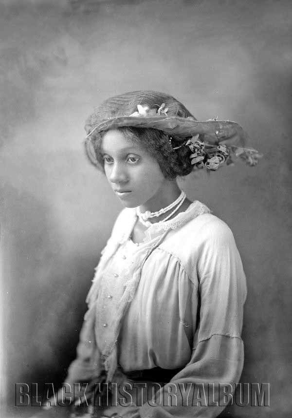 Miss Beatrice Bynum 1914 Studio Portrait 1 Of 2 Of A