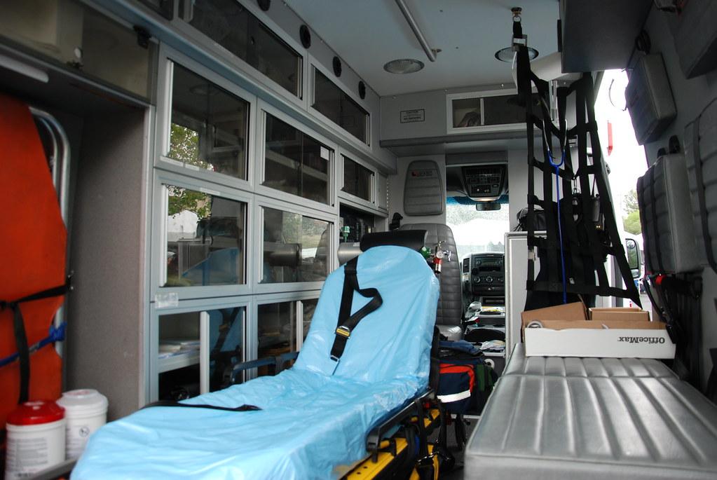 AMERICAN MEDICAL RESPONSE (AMR) AMBULANCE - DODGE SPRINTER… | Flickr