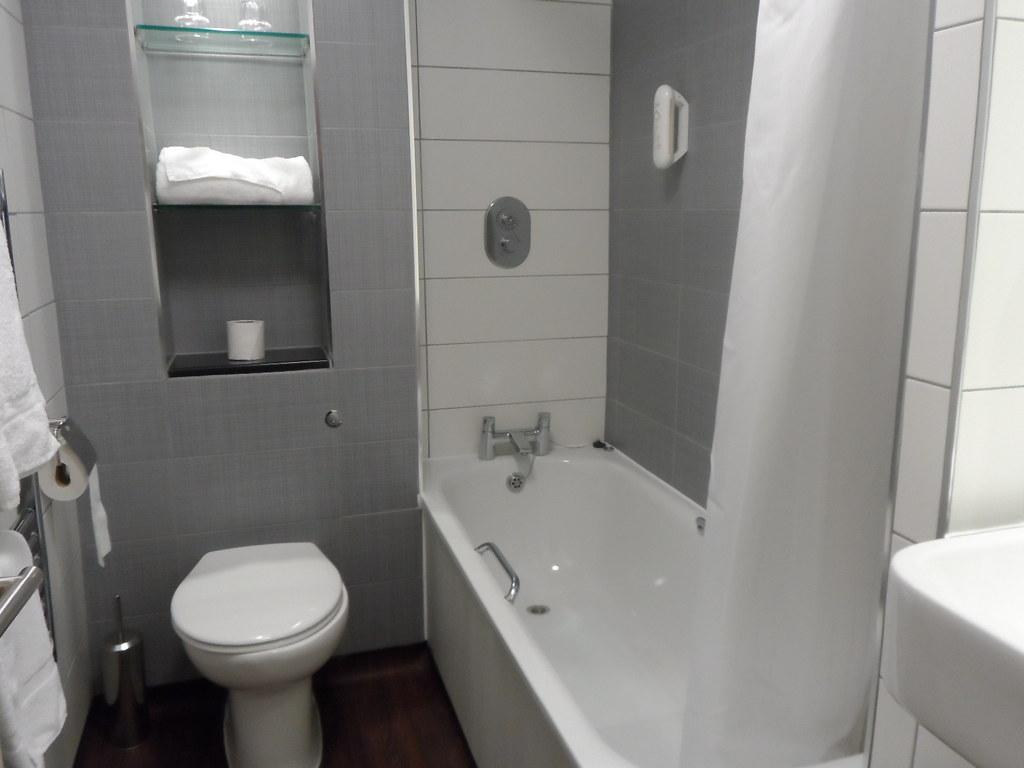 Small Bathroom Designs 30 صورة تصميم ديكور حمامات صغيرة المساحة 2017 ديكور بلس