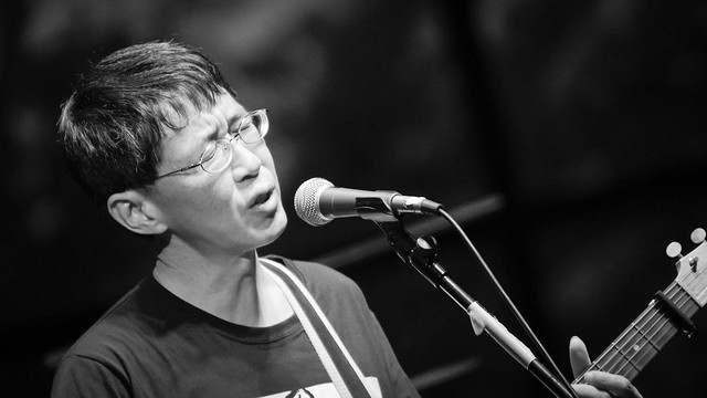 林生祥於雲門劇場《圍庄》演唱會。圖片來源:生祥樂隊。