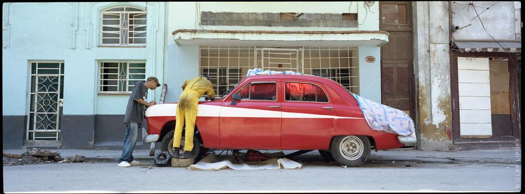 Cuba : auto rojo
