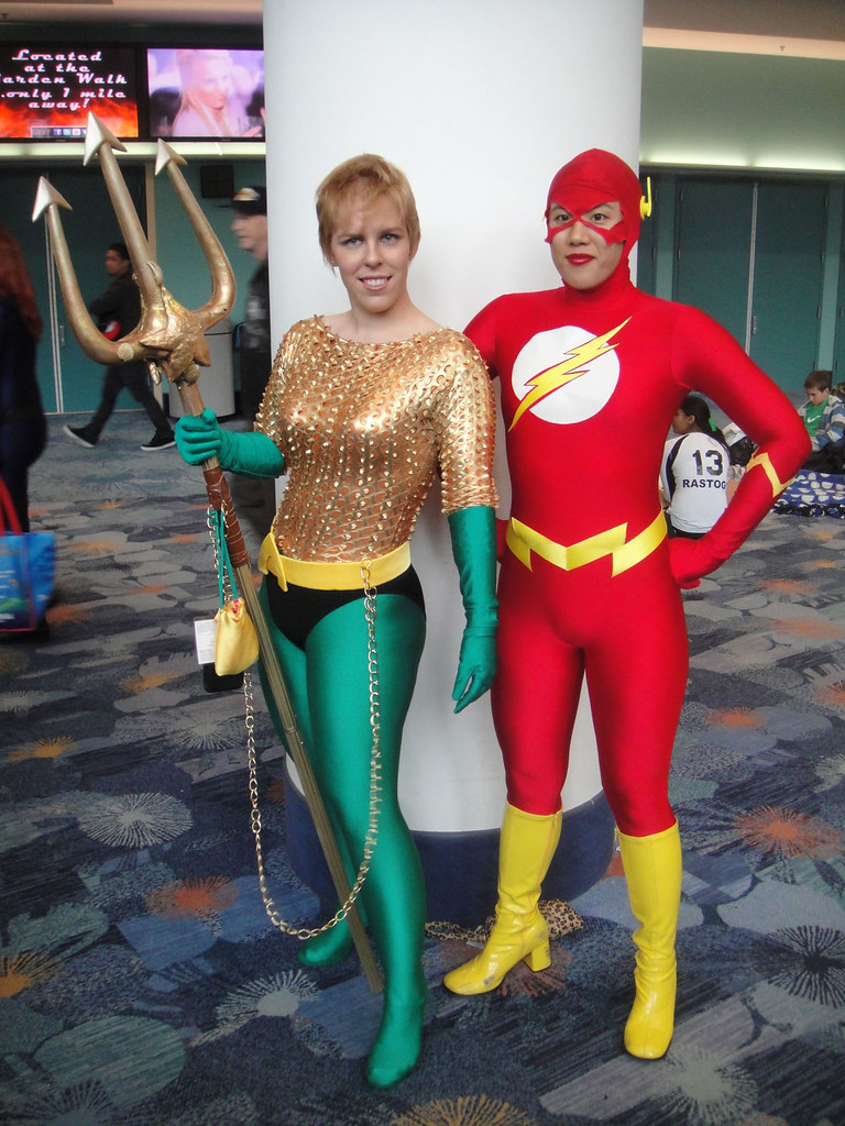 wondercon 2012 female aquaman and flash photo 2012 pop