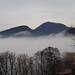 Monte Altore e Monte Della Madonna, avvolti dalle nubi basse (Teolo, Colli Euganei - Padova).