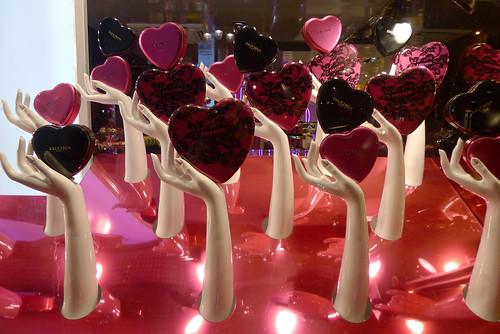 Vitrines fauchon paris f vrier 2012 flickr photo - Deco vitrine saint valentin ...