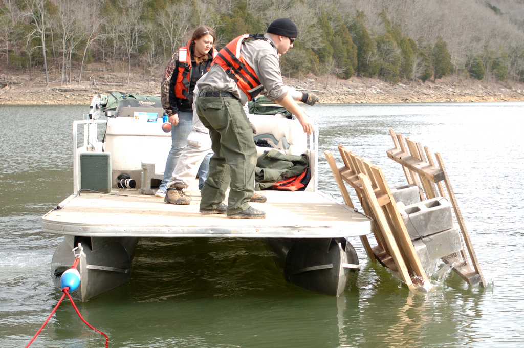 Usace nashville district park ranger submerges fish attrac for Center hill lake fishing report