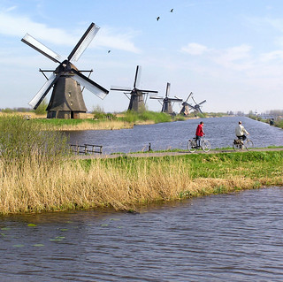 The famous Windmills of Kinderdijk | by B℮n