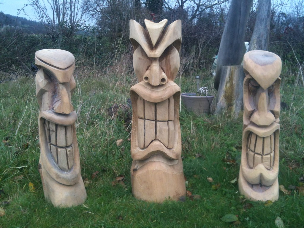 Tiki chainsaw carvings rob beckinsale flickr