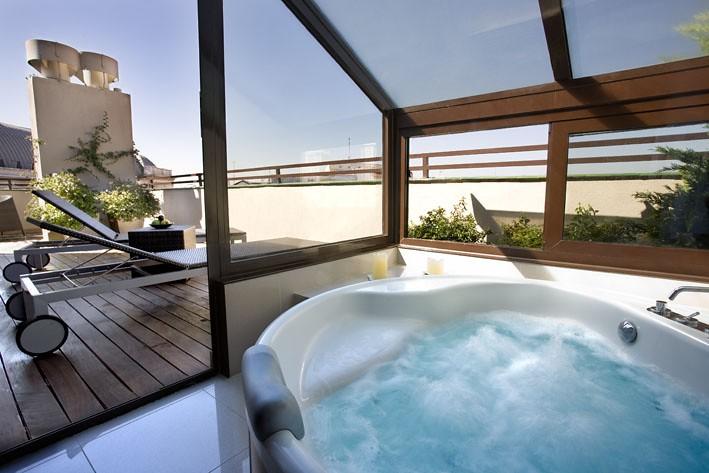 Hotel opera habitaciones con jacuzzi en madrid esta es for Habitaciones en madrid