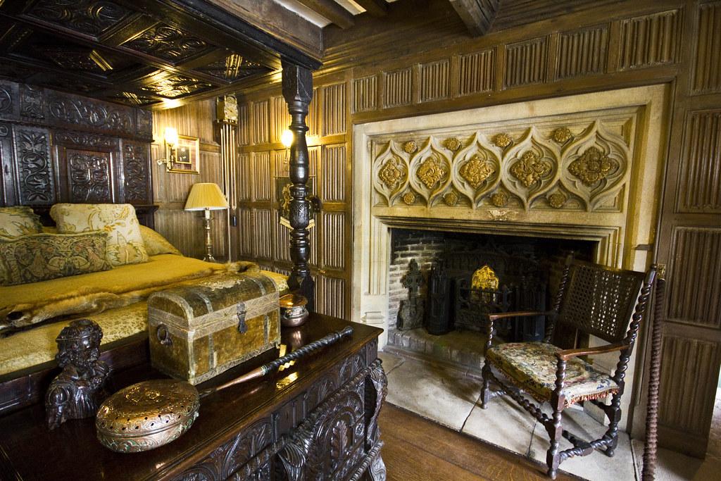 The tudor bedroom detail athelhampton house nr for Tudor style bedroom