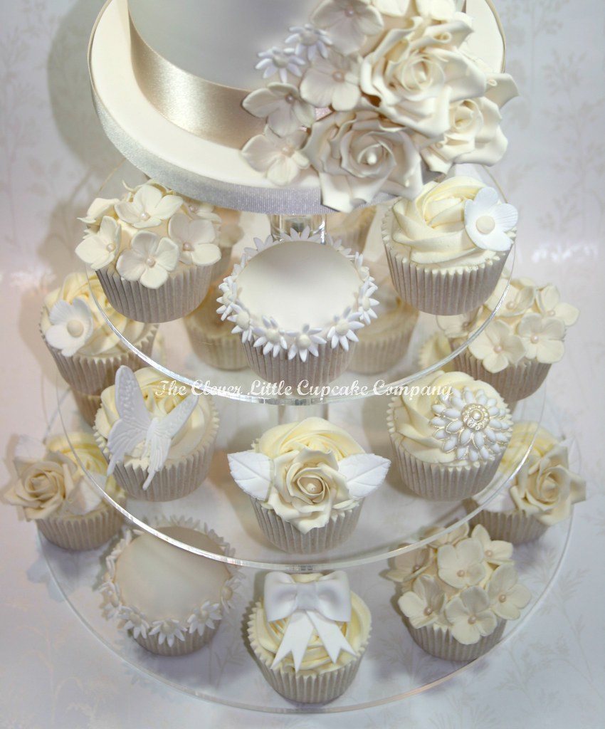 white wedding cake cupcakes ivory and white wedding cakes cupcake details www 27338