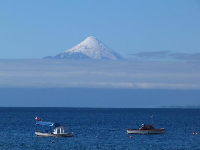 Lago Llanquihue con el volcán Osorno al fondo (Chile)
