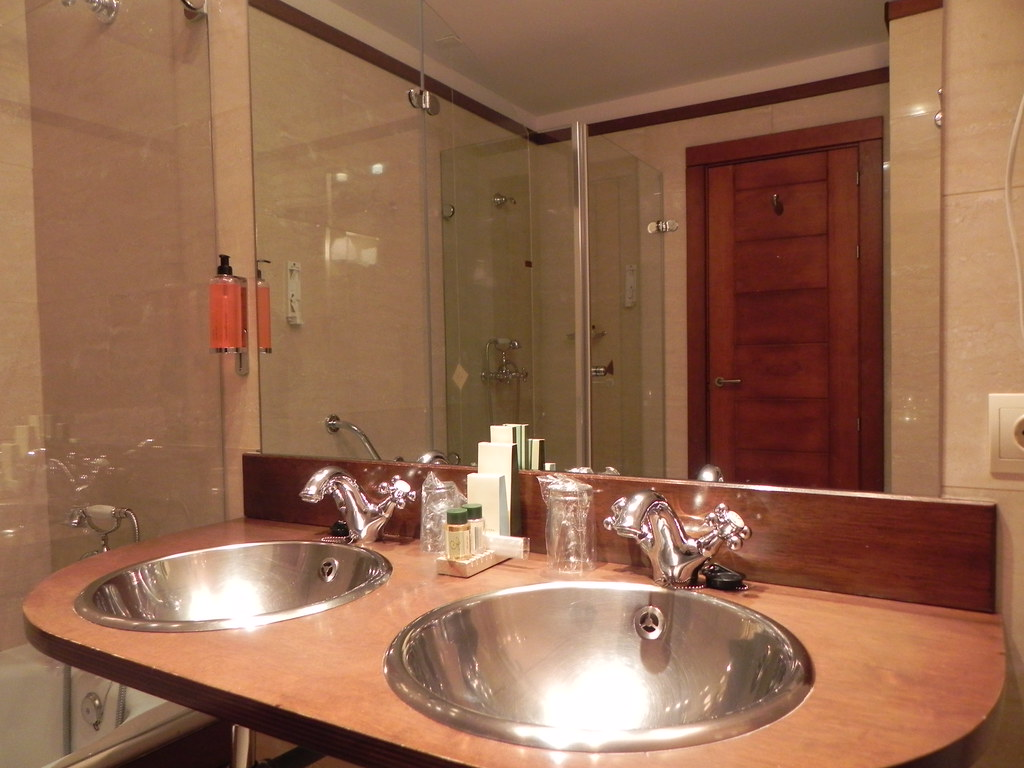 foto lavabo ba o pila doble de habitaciones triples hotel