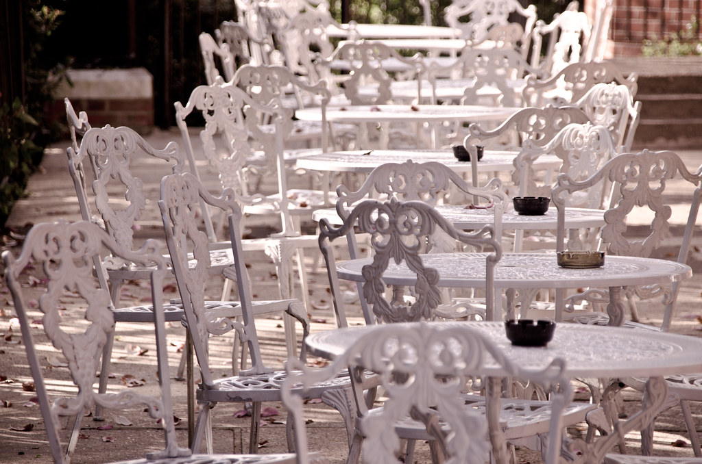 Garden tables and chairs seen in surrey garry knight - Muebles de hierro forjado ...