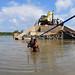 Las comunidades pobres son las más perjudicadas por los eventos meteorológicos extremos, pero las menos informadas sobre el cambio climático. Crédito: Amantha Perera/IPS.