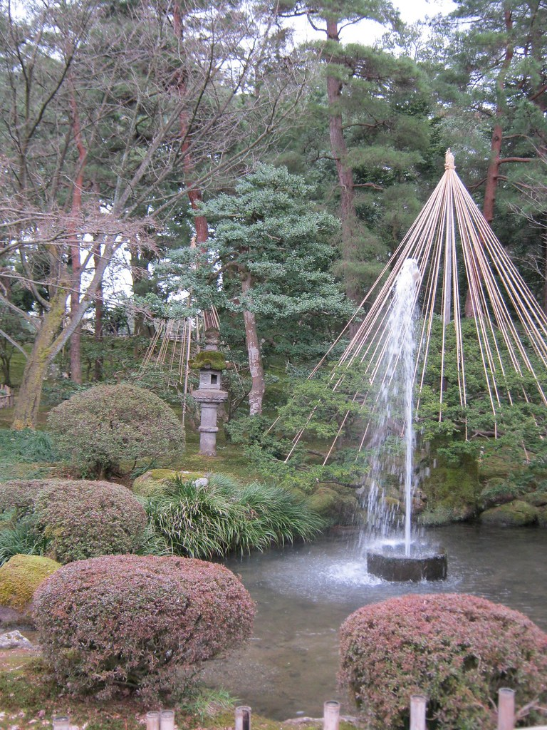 Jardin kenroku en 4 la fontaine du kenroku en utilise for Jardin kenrokuen
