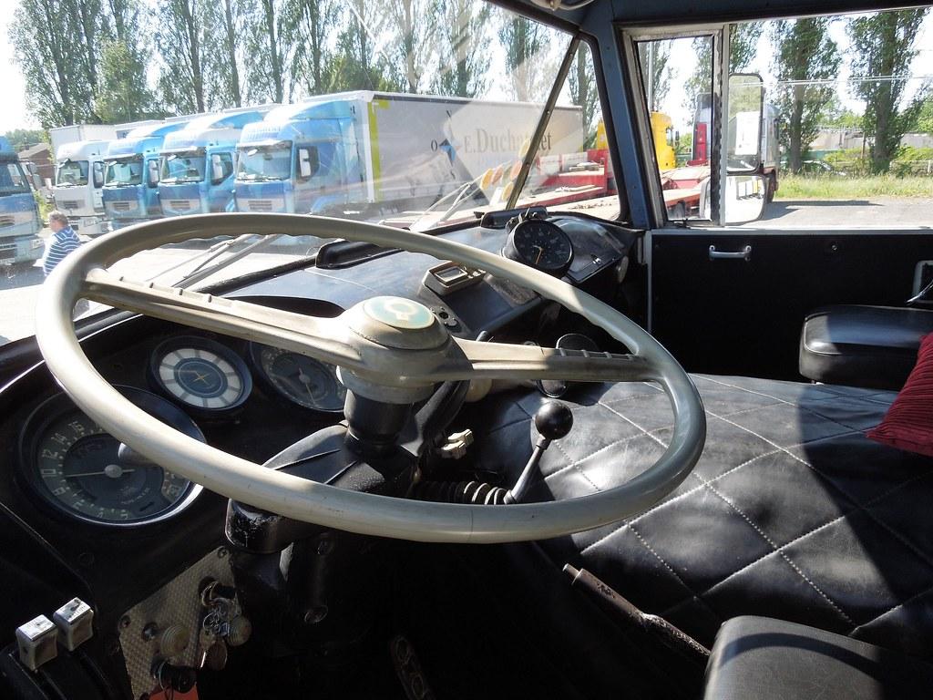 Berliet trk charbonneaux int rieur cabine les rois de for Camion americain interieur cabine