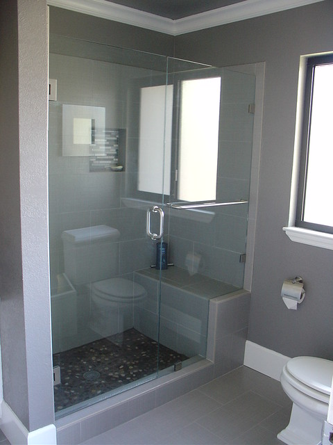 Walk in shower with bench and frameless glass doors for Bathroom designs kerala style