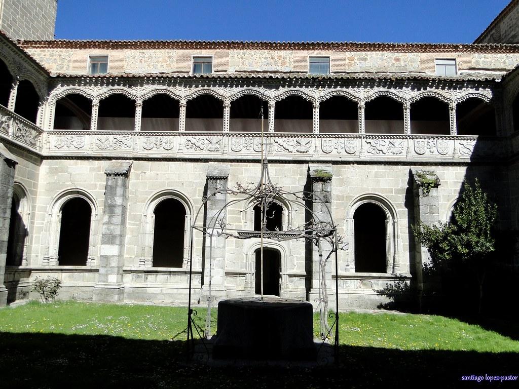 Ávila  Real monasterio de Santo Tomás. Claustro del ...