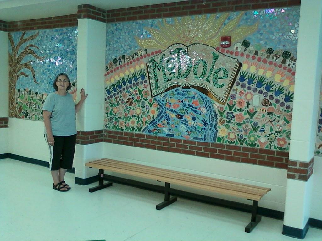 Pam maxwell mcdole elementary school mosaic mural 2010 for Elementary school mural