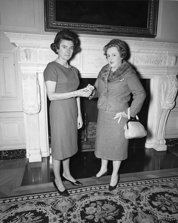 a comparison of characteristics between lady macbeth and jacqueline kennedy onassis The secret letters of marilyn monroe and jacqueline kennedy has 654 find a comparison in the world today want to read more about jackie kennedy/onassis.