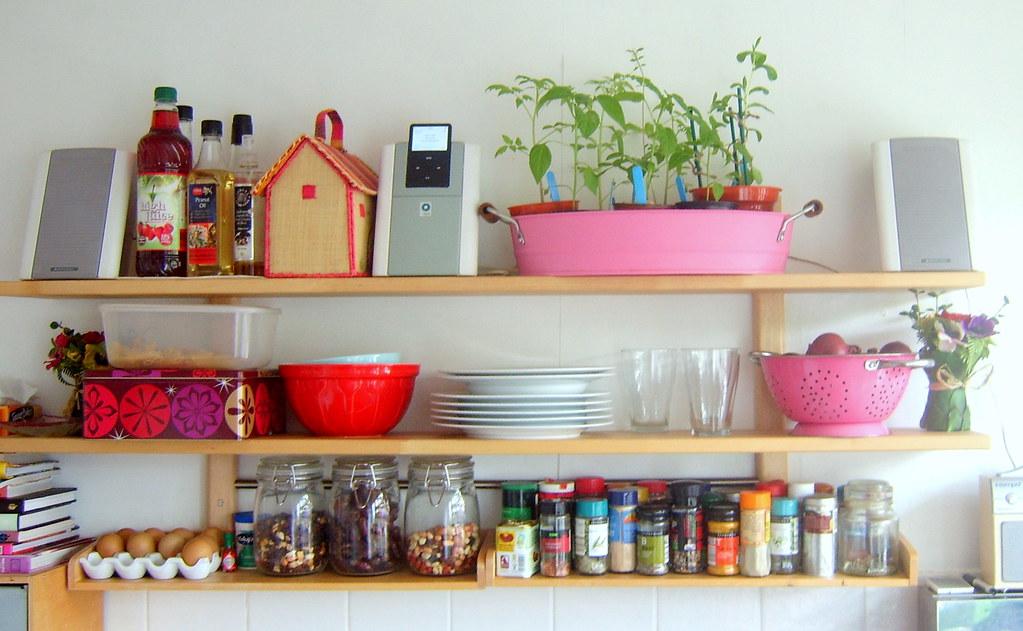 Ikea varde kitchen shelf tomato and tomatillo plants for Meuble cuisine ikea varde